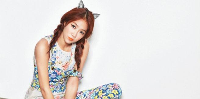 Soyou canta la sua versione di 'The Blue Night of Jeju Island'