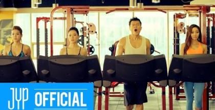 """Svelato il secondo teaser del video musicale di """"Who's Your Mama?"""" di J.Y. Park"""