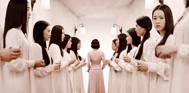 """Park Bo Young terrorizza nel teaser e poster del suo prossimo film """"The Silenced"""""""
