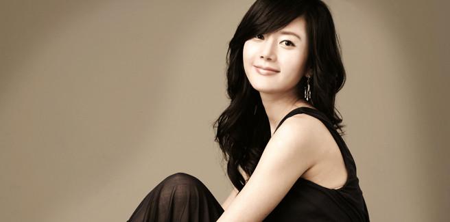 La modella e attrice Jung In Ah trovata morta dopo un lancio di paracadutismo