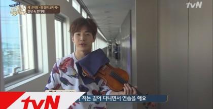 Henry suona il violino nei posti più improbabili!