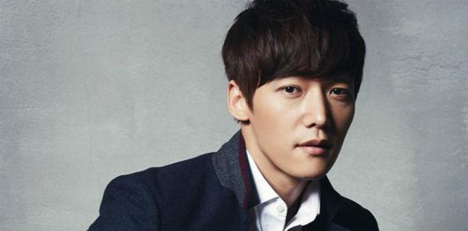 Un pungente Choi Jin Hyuk parla dei BTS e dei drama in una speciale V Live