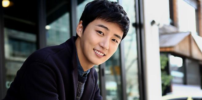 Yoon Shi Yoon porta a termine con successo il servizio di leva obbligatorio