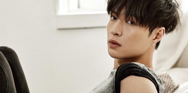 Lay degli  EXO rivela le prime foto teaser di 'What U Need'