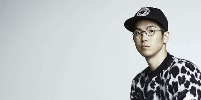 "Mad Clown con Suran nell'MV di ""Love Is A Dog From Hell"""