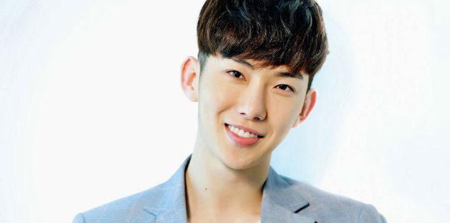 Jo Kwon si rasa i capelli per il servizio militare
