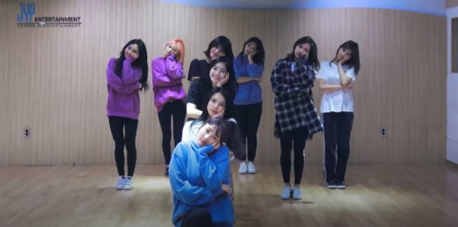 Le TWICE nella Dance Practice di 'What is love?'