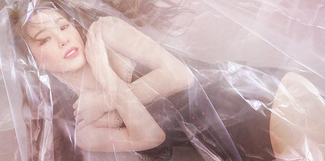 Tiffany, ex-SNSD, si muove sulle note di 'Over My Skin' nella dance practice