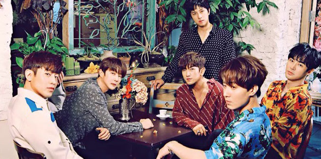 Gli Shinhwa tornano con l'affascinante 'Kiss Me Like That'