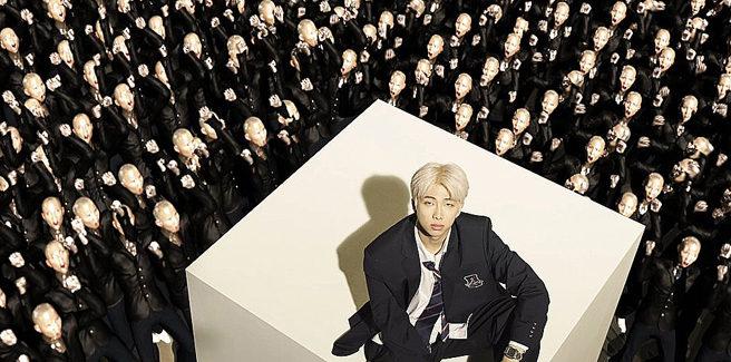 RM dei BTS anticipa l'album del gruppo con la poetica 'Persona'