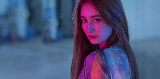 La russa LANA debutta nel K-pop con 'Take The Wheel' tra molte proteste