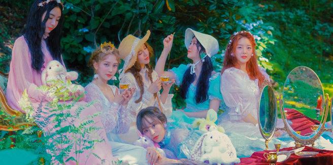 """Debuttano le ARIAZ con """"Moonlight Aria"""" dopo 7 anni da trainee e le critiche per l'oscuro passato di JuEun"""