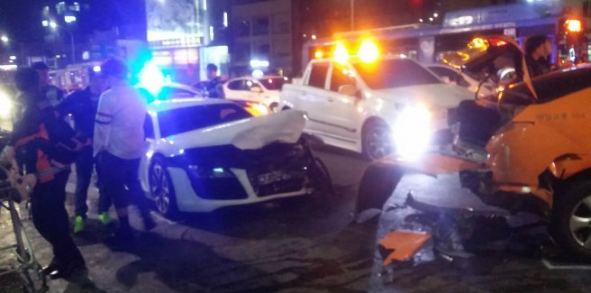 Giovane idol e ragazzo ubriaco causano un incidente automobilistico