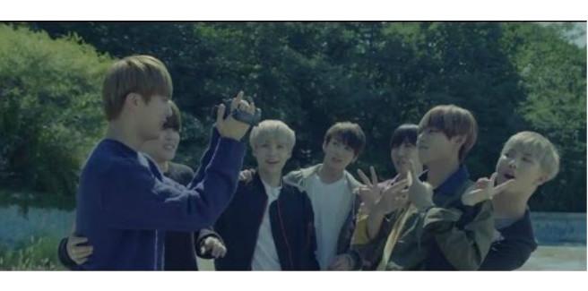 """La Big Hit Entertainment cambia il finale di """"화양연화 on stage"""" dei BTS"""