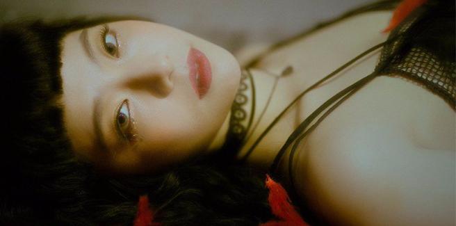 Juniel esplora il suo lato dark nell'MV di 'Last Carnival'
